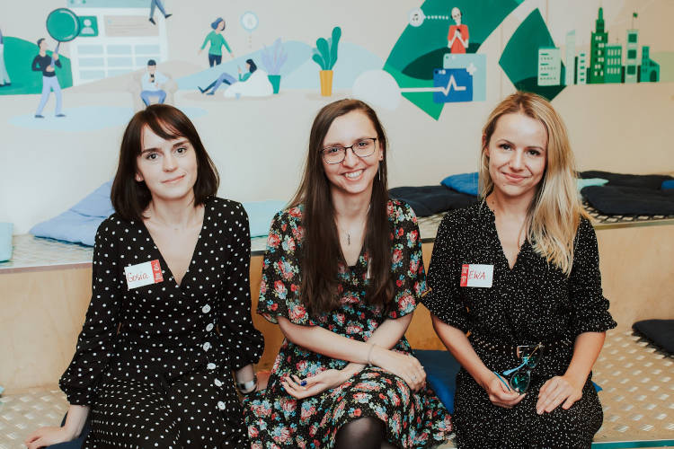 Mentor Agnieszka with participants on Rails Girls Warsaw event - her group: Ania & Gosia